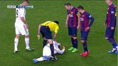 Javier Mascherano śmiesznie udał w meczu Barcelona vs Real Madryt • Mascherano pokazał umiejętności aktorskie w Gran Derbi • Zobacz >> #fcbarcelona #barca #barcelona #football #soccer #sports #pilkanozna #funny
