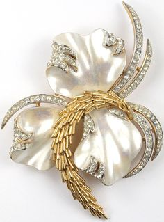 Trifari 'Alfred Philippe' Gold and Mother of Pearl Triple Shells Swaying Coral and Seaweed Pin