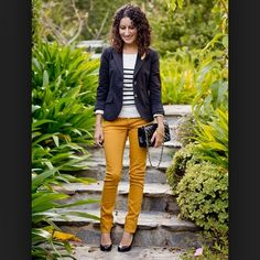 Mustard Pants to wear with my Navy Blazer (Cute work outfit) Yellow Pants Outfit, Blazer Outfit, Look Blazer, Yellow Outfits, Moda Fashion, Cute Fashion, Mustard Yellow Pants, Mustard Jeans Outfit, Yellow Jeans