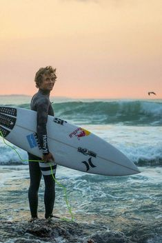 australian surfer Julian Wilson Photo: Ryan Miller Wilson Africa clothes water high enough to see the sea Julian Wilson, Surfer Boys, Surfer Dude, Surf Van, Hot Surfers, Summer Vibe, Surfer Style, Into The Fire, Halter One Piece Swimsuit