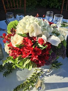 Artquest, Ltd. floral table design at Elawa Farms in Lake Forest, IL.   Check out artquestltd on Facebook and Instagram for more content!