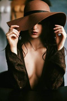 Bouidor Photography, Boudoir Photography Poses, Boudior Poses, Sexy Poses, Boudoir Photos, Fashion Photography, Shotting Photo, Photographie Portrait Inspiration, Girl With Hat