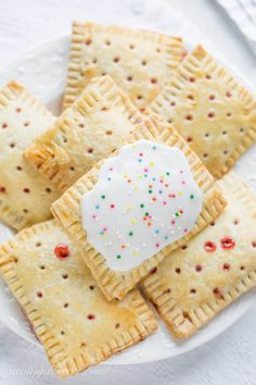 Jul 2016 - Store-bought poptarts are fantastic on-the-go treats that are great for busy morning breakfasts and after school snacks. Like many foods of that ilk, they definitely aren't the healthiest foods out there, but they suffice every Strawberry Pop Tart, Strawberry Recipes, Dessert Aux Fruits, Snacks Saludables, Food Out, After School Snacks, School Lunches, Bag Lunches, Work Lunches