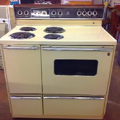 Cute double oven in the store. We love these!