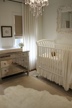 White neutral baby nursery. Gorgeous.