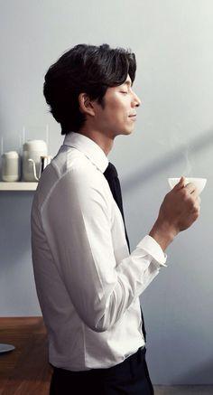 Gong Yoo and coffee Park Hae Jin, Park Seo Joon, Korean Star, Korean Men, Asian Actors, Korean Actors, Train To Busan, Poses, Jun Matsumoto