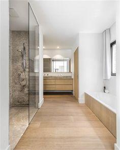 Strak landelijke badkamers Home Organisation, Alcove, Divider, Villa, Bathtub, Toilet, Interior, House, Furniture