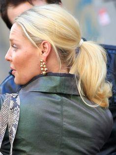 Katherine Heigl ponytail | Katherine Heigl modeled her flirty ponytail as she tried on earrings ...