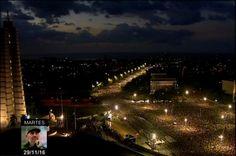 Plaza de la Revolución Fidel vive en su Plaza  Un verdadero mar de hombres y mujeres de todas las edades con un peso gigantesco en la juventud de esta rebelde Isla, está frente a Martí, en el homenaje eterno a un gigante de la historia