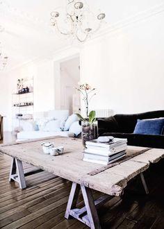 desire to inspire - desiretoinspire.net    Love the coffee table!