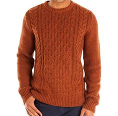 Looking at the latest and best Mens Cable Knit Sweaters. Your Mens Knits Guide to Winter layer up, stay warm, but look cool. Jumper Knitting Pattern, Jumper Patterns, Knitting Patterns, Crochet Patterns, Mens Cable Knit Sweater, Men Sweater, How To Purl Knit, Knitting Designs, Look Cool