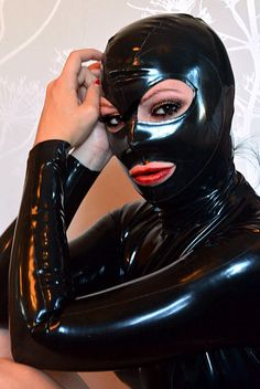 Latex hood size small