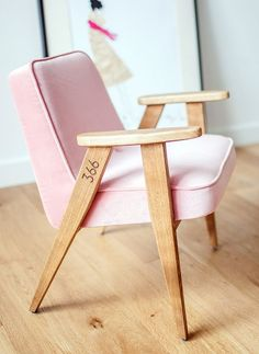 Living room, pink, wood, 366 chair.
