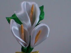 Канзаши мастер-класс.Цветы из лент.Повязка на голову.Каллы Канзаши/Flowers Kanzashi on the dressing - YouTube