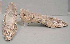 Wedding shoes, House of Dior, 1956 #rogervivierhandbags #rogervivierwedding