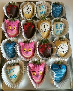 Alice in Wonderland inspired chocolate strawberries created by SevenEves Strawberry Ideas, Strawberry Cupcakes, Fruit Decorations, Chocolate Dipped Strawberries, Fruit Arrangements, Alice In Wonderland Party, Holiday Themes, Candy Apples, Chocolate Peanut Butter