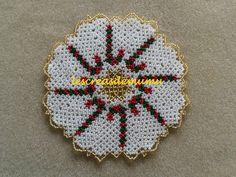 Napperon candy cane en perles de rocailles : Accessoires de maison par lescreasdemumu