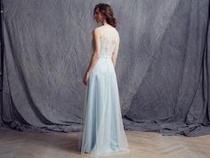 Passions by #Lilly - Kollektion 2016 #Brautkleid, das den Charme der #20er Jahre versprüht | in zarten blauen Pastellnuancen
