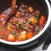 Stew Meat Recipes, Roast Recipes, Slow Cooker Recipes, Cooking Recipes, Instant Pot Beef Bourguignon Recipe, Beef Bourguignon Slow Cooker, Instant Pot Dinner Recipes, Easy Dinner Recipes, Dinner Ideas