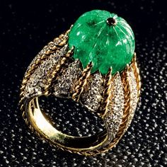 #Van Cleef & Arpels ring with 15-carat carved emerald circa 1962