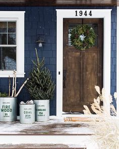 The door, dark blue exterior, and evergreens create a warm and inviting welcome…. The door, dark blue exterior, and evergreens create a warm and inviting welcome. House Paint Exterior, Exterior Paint Colors, Exterior House Colors, Paint Colors For Home, Exterior Door Trim, Dark Blue Houses, Blue Siding, Pintura Exterior, House Front