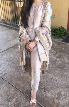Pakistani Fancy Dresses, Pakistani Fashion Party Wear, Pakistani Dress Design, Pakistani Outfits, Indian Outfits, Stylish Dresses For Girls, Stylish Dress Designs, Designs For Dresses, Designer Party Wear Dresses