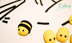 Picture Bee Cakes, Girl Cakes, Cake Decorating Piping, Honey Cake, Tatty Teddy, County Fair, Sugar And Spice, Carrie, Amazing Cakes