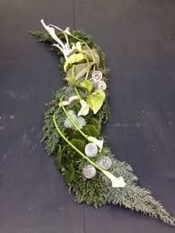 Table design maybe suitable for prac cert. Funeral Bouquet, Funeral Flowers, Grave Flowers, Cemetery Flowers, Deco Floral, Arte Floral, Large Flower Arrangements, Cemetery Decorations, Memorial Flowers