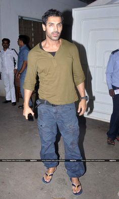 Pics: Stars drop by Madras Cafe http://movies.ndtv.com/photos/stars-drop-by-madras-cafe-15793
