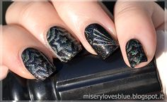 FoxyPaws Black Hole Sun stamped with Color Club Worth The Risque and BornPretty BP-11 image plate  http://miserylovesblue.blogspot.it/2016/04/stamping-spam-and-first-attempts-born.html