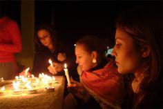 "Candle-Lit Portrait: Photography Activity. Author: John Huegel. Photo: ""Candle Light Vigil"" captured by paul wooten. http://www.picturecorrect.com/tips/candle-lit-portrait-photography-activity/"