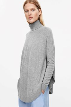 COS image 8 of Circle-hem jumper in Light Grey Cos Shorts, Cos Tops, High Neck Jumper, Fashion 2017, Womens Fashion, Cool Style, My Style, Latest Dress, Knitwear