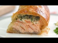 If you like baked salmon, you'll love this warm, herby version. Save this recipe: INGREDIENTS: 4 (6-8 oz) salmon fillets, skinless 2 sheets puff pastry 2 cups frozen spinach, thawed and squeezed to remove excess water Egg for egg wash Sauce: 2 Tbsp Dijon 2 Tbsp mayonnaise ½ lemon, juiced 2 tsp honey 2 Tbsp … … Continua a leggere →