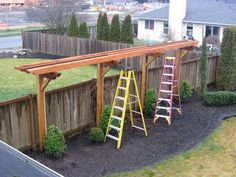 Clothesline and muscadine grape vine trellis design - a little shorter. Separate for each, but similar design for continuity. Privacy Trellis, Arbors Trellis, Backyard Privacy, Backyard Landscaping, Trellis Ideas, Patio Trellis, Metal Trellis, Hops Trellis, Tropical Backyard