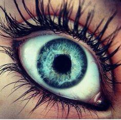 Beautiful eyes and makeup!