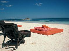 #casamento #luademel #México #praia #cadeiras #almofadas #colchão