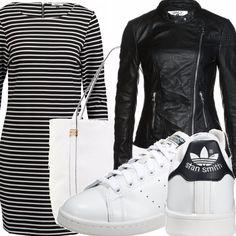 Vestito corto con maniche a 3/4 a righe orizzontali bianche e nere, giubbino in pelle con chiusura a cerniera nero, scarpette in pelle bianca con dettagli neri, borsa shopper in pelle bianca