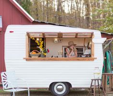 Shasta Camper Makeover A mobile bar on wheels. Perfect for weddings and eventsA mobile bar on wheels. Perfect for weddings and events Camping Vintage, Vintage Rv, Vintage Campers, Vintage Coffee, Vintage Airstream, Vintage Caravans, Vintage Trucks, Glamping, Cars
