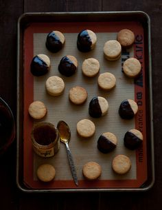 chocolate jam sandwich cookies (and lots of fantastic photos of Rome, Italy) in this post by @S