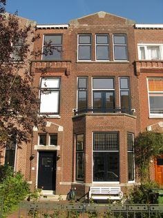 Dit statige herenhuis in Rotterdam is heringedeeld, en door de verbouwing weer in zijn oude glorie hersteld. Het is nu een heerlijk familiehuis.