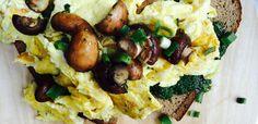 alpenkantine-fruehstueck-ruehrei-toastbrot