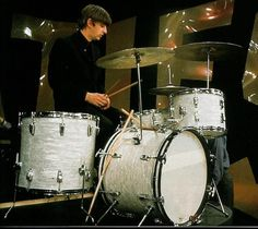 Ringo using a white pearl Ludwig kit during rehearsal until his Black Oyster Ludwig Kit arrives