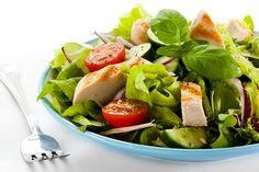 Bacon and Watermelon Spinach Salad with Basil Vinaigrette Bbq Chicken Salad, Chicken Caesar Salad, Pumpkin Salad, Turkey Salad, Warm Salad, Meal Planning Printable, Watermelon Salad, Greek Salad, Salad Bar