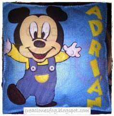 creaciones FOG: cojín baby Mickey (Adrián)