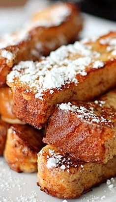 Recipe for Homemade French Toast Sticks - I was craving some french toast and thought I would try something new. My kids love just about anything they can eat with their hands and dip, so these french toast sticks were right up their alley! Breakfast Desayunos, Breakfast Dishes, Tasty Breakfast Recipes, Homemade French Toast, French Toast Sticks, Little Lunch, Love Food, Cravings, Yummy Food