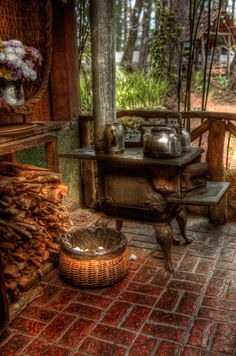 Old wood stove on the porch....yummy!  My dream for my AR home
