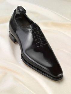 Gaziano & Girling Wholecut. Such sleek lines. The narrow waist creates a beautiful side profile.