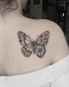 35 breathtaking butterfly tattoo designs for women - tattoos Girly Tattoos, Trendy Tattoos, Flower Tattoos, Small Tattoos, Tattoos For Guys, Tattoos For Women, Unique Butterfly Tattoos, Butterfly Tattoo On Shoulder, Butterfly Tattoo Designs