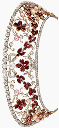 The Rosenborg kokoshnik style diamond and garnet tiara. The top row of diamonds detaches to form a necklace. Ordered by Prince Viggo of Denmark, Count of Rosenborg (1893-1970) for his wife, née Eleanor Margaret Green (1895-1966). The couple was childless and the jewel was passed down to Prince Viggo's brother, Prince Axel (1888-1964), and his wife, Princess Margaretha (1899-1977), then by descent to the present owner.