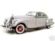 1933 Pierce Arrow Diecast Model Silver 1/18 Die Cast Car By Signature Models
